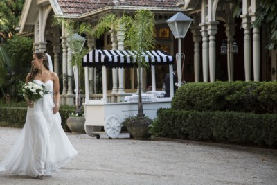 bride-with-barcart